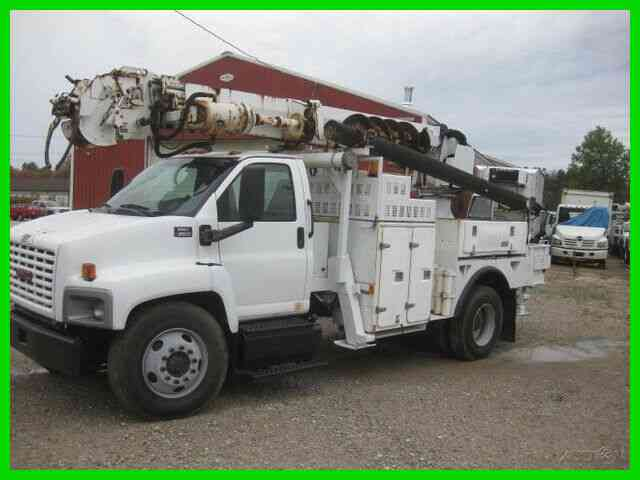 GMC C8500 C7 CAT ALLISON AC WITH ALTEC DL45B-9 DIGGER DERRICK WITH PIN ON BUCKET (2004)