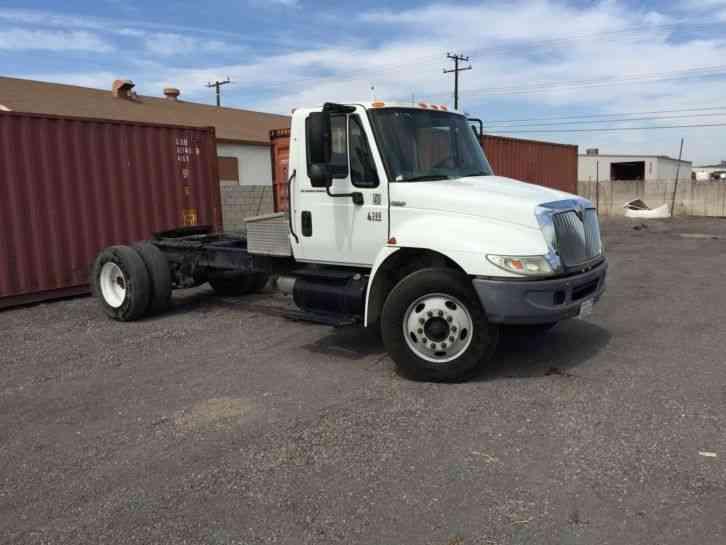 International 4300 Tractor : International utility service trucks