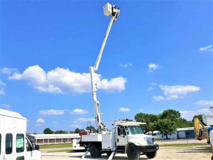 International 4400 55' Bucket Truck (2004)