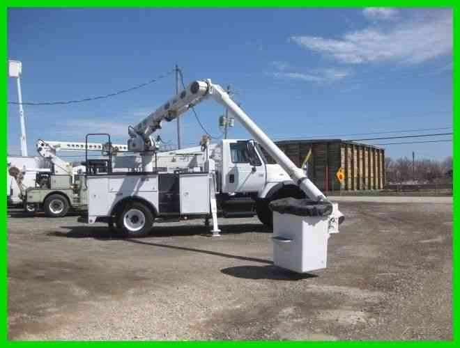 INTERNATIONAL 7300 4X4 DT466 ALLISON WITH ALTEC L36A 41  REACH OVER CENTER BUCKET/BOOM (2004)