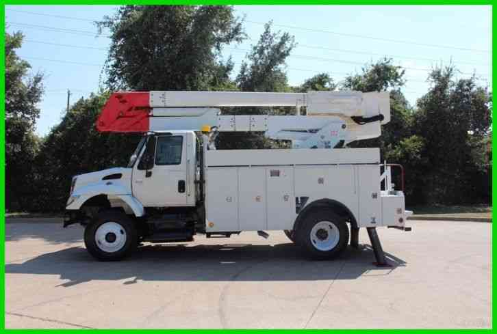 International 7400 bucket truck (2004)