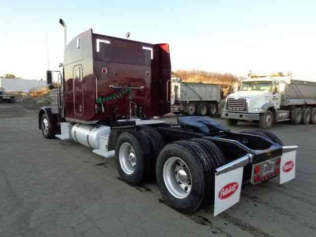 PETERBILT 379 (2004) : Sleeper Semi Trucks
