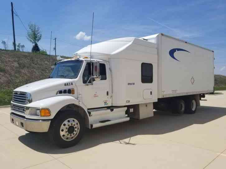 Sterling Acterra Freightliner 300HP 6 Speed Auto APU Pusher Axle -- (2004)