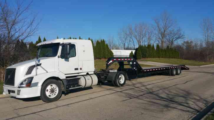 Single Axle Tractor With Sleeper : Volvo semi gooseneck hauler sleeper cummins hp vnl