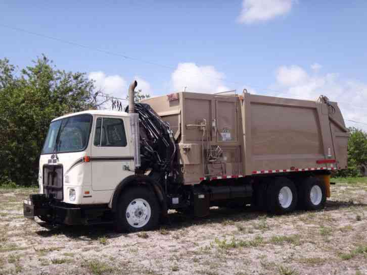 Autocar WXR XPEDITOR Garbage Truck (2005)