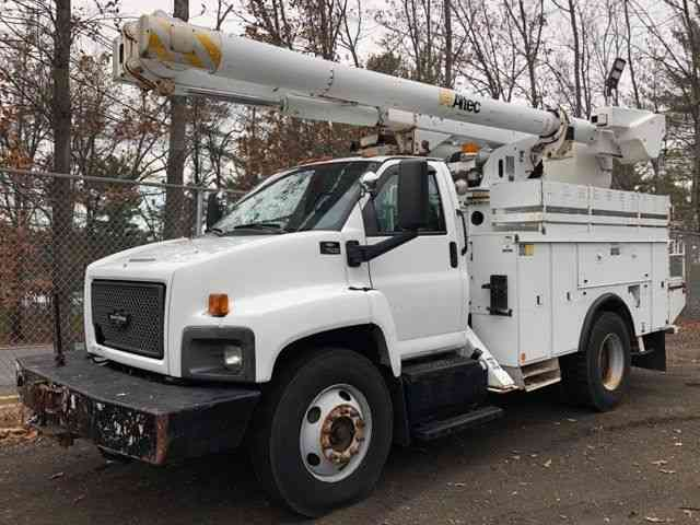 CHEVY C7500 BUCKET TRUCK (2005)