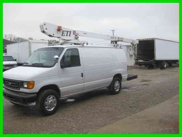 FORD E350 5. 4L GAS AUTO AC 34' REACH 'ETI' BUCKET/ (2005)