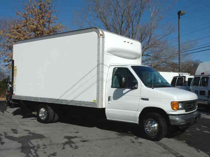 Ford 15 Ft Box Truck Lift Gate Diesel 2005 Van