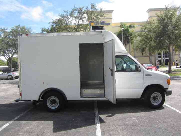 Ford E350 2005 Van Box Trucks