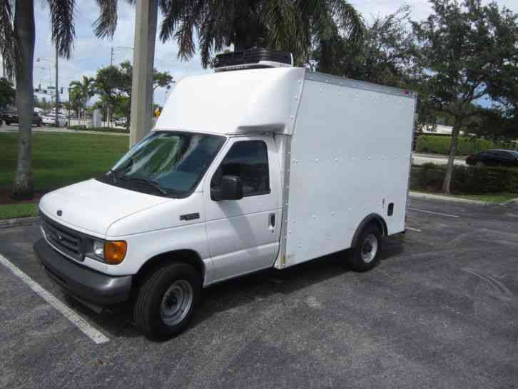 Ford E350 2005 Van Box Trucks