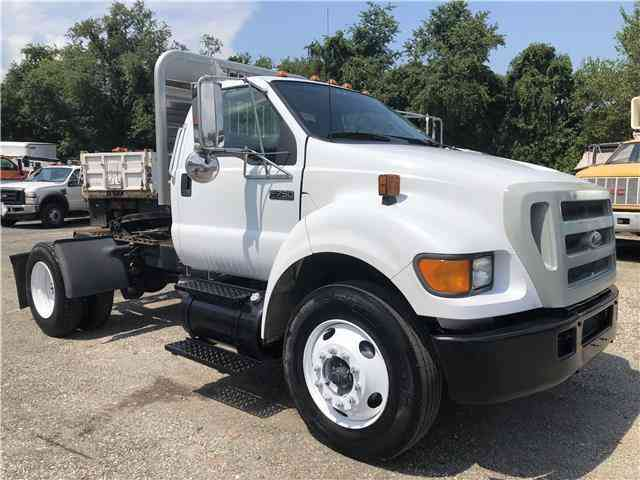 Ford Super Duty F-750 Straight Frame XL (2005)