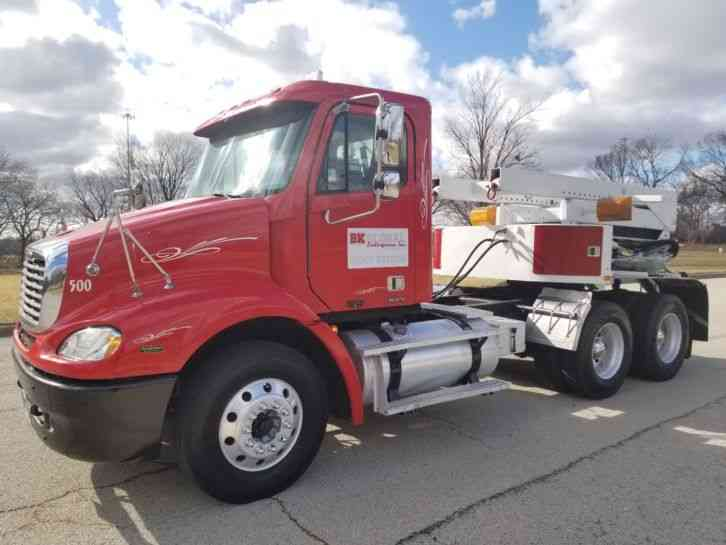 Freightliner Tru-Hitch Wrecker Day Cab Columbia Heavy Duty Towing Rig Truck PTO (2005)