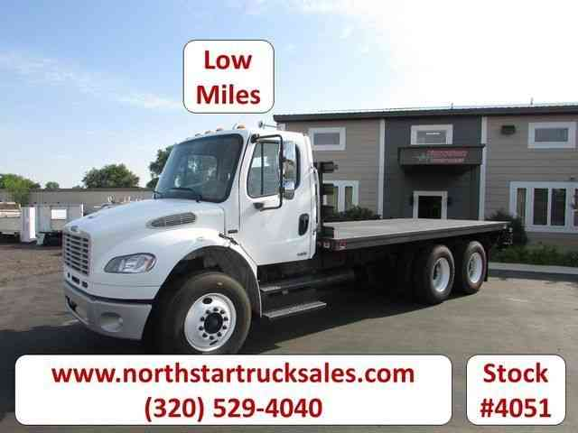 Freightliner M2 Flat Bed Truck -- (2005)