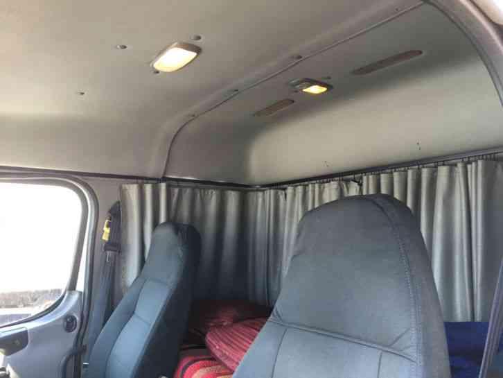 Freightliner M2 Extra Cab  2005    Van    Box Trucks