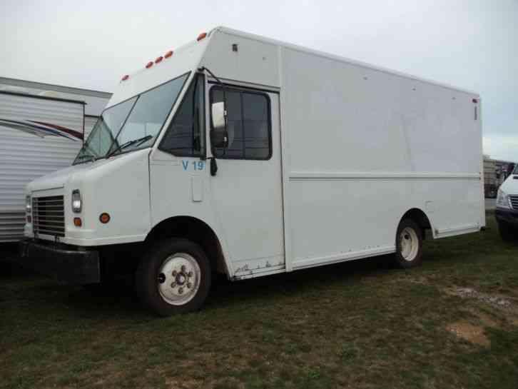 Freightliner MT 45 2004 Van Box Trucks
