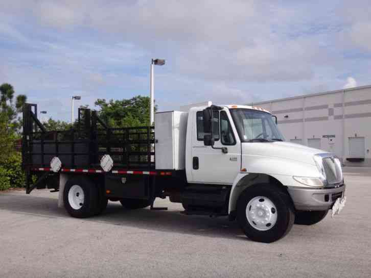 International 4300 14ft Flatbed (2005)