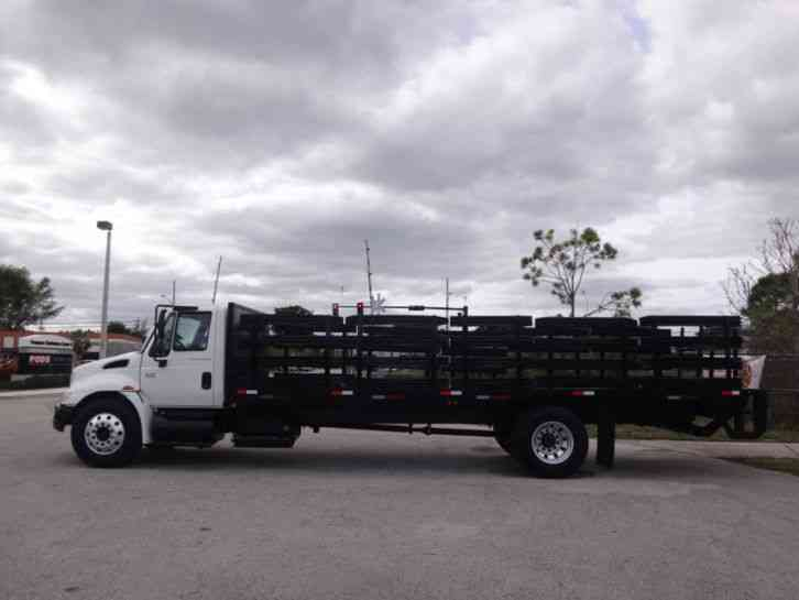 International 4300 Flatbed (2005)