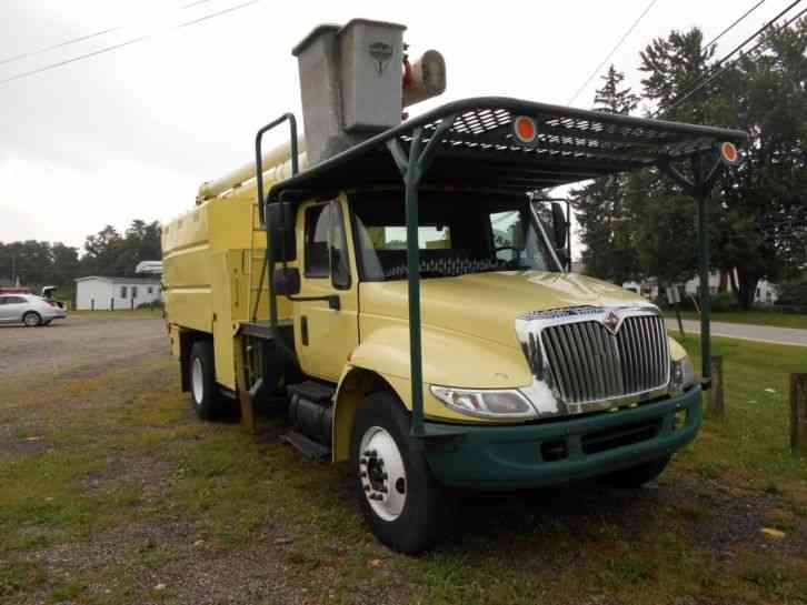 International 4300 2005 Bucket Boom Trucks