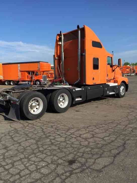Kenworth T600 2005 Sleeper Semi Trucks