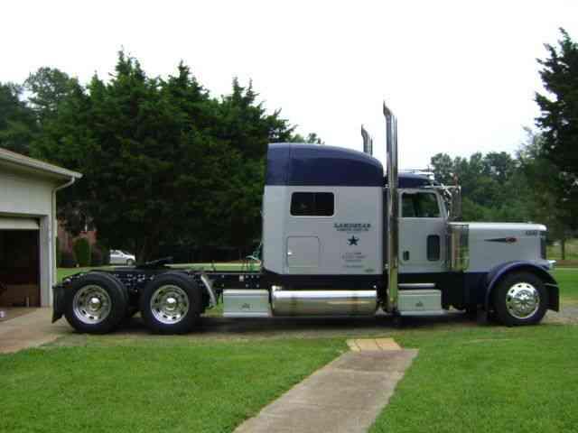 Peterbilt 379 Exhd 2005 Sleeper Semi Trucks