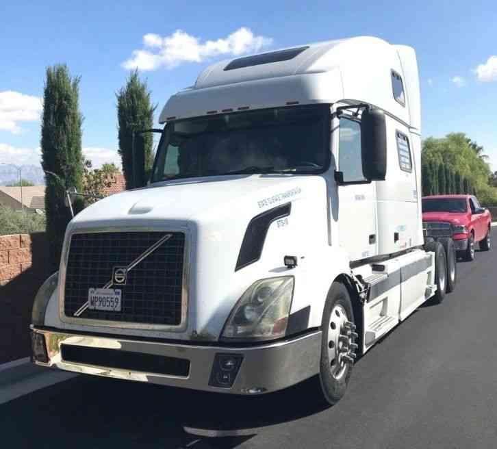 Volvo 780 Trucks For Sale: Volvo 780 (2005) : Sleeper Semi Trucks