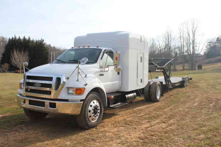 Ford (2006) : Sleeper Semi Trucks