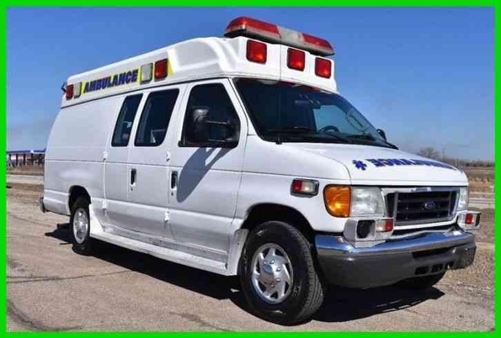 Ford E-350 Super Duty Ambulance (2006)