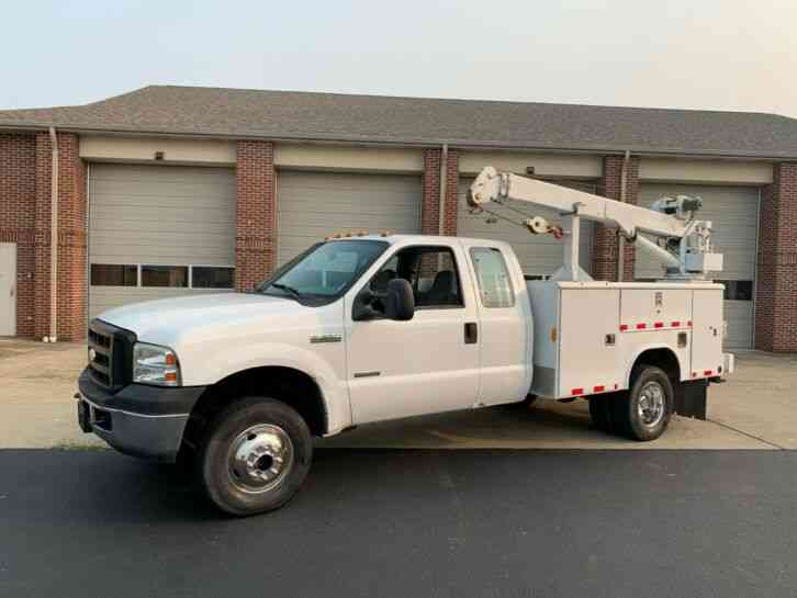 Ford F-350 UTILITY BED W/ CRANE LIFT 6. 0 POWERSTROKE (2006)