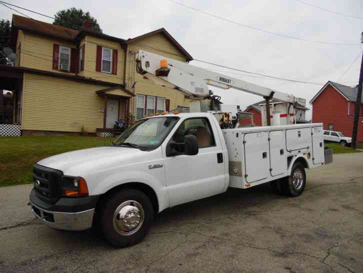 Ford F-350 SUPER DUTY SERVICE BUCKET 32FT BOOM TRUCK (2006)