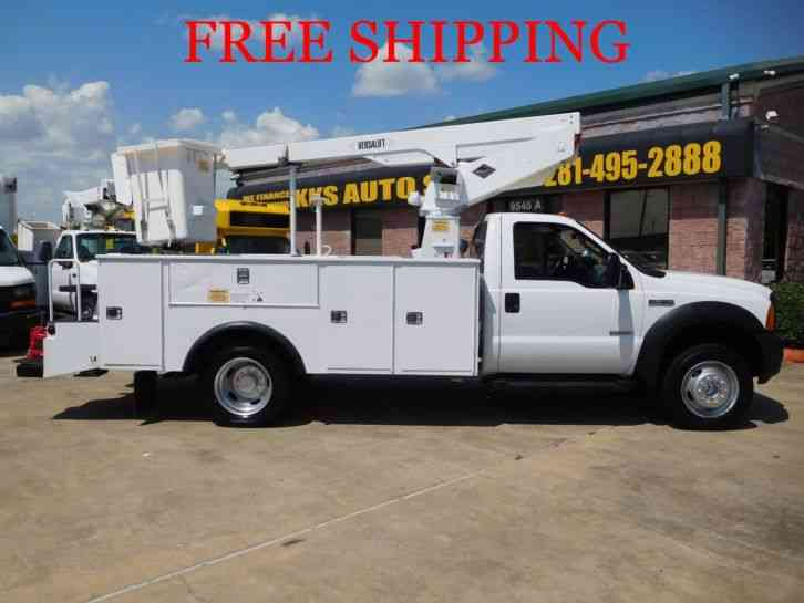 FORD F-450 SUPER DUTY UTILITY TRUCK WITH BUCKET / BOOM (2006)