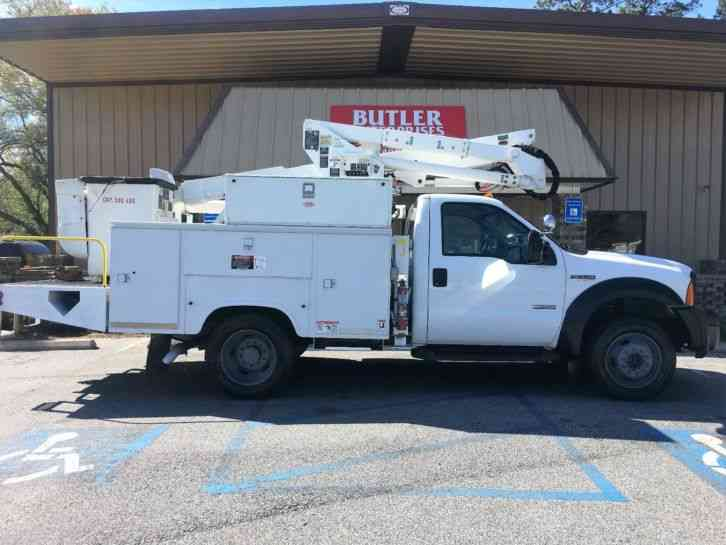Ford F550 Altec AT37G Bucket Truck (2006)