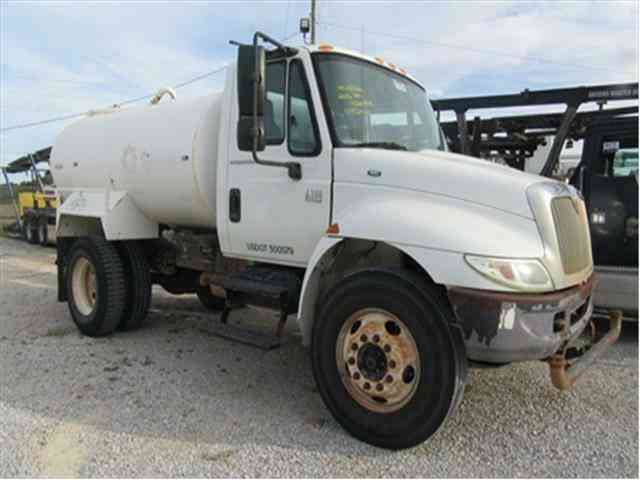 International 4200 TANK-WATER 2000 GAL -- (2006)