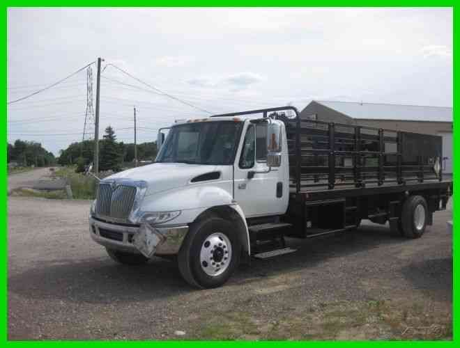 INTERNATIONAL 4300 DT466 ALLISON 22' FLATBED (2006)