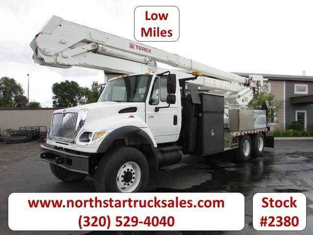International 7600 Utility Bucket Truck -- (2006)