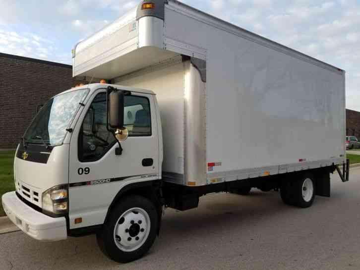 Isuzu Nqr 2006 Van Box Trucks