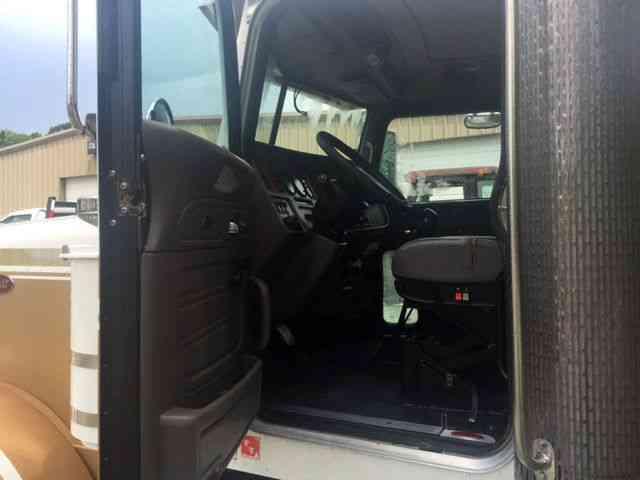 Peterbilt 379 2006 Daycab Semi Trucks