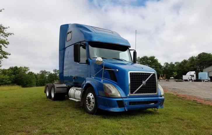Volvo Vnl 670 2006 Sleeper Semi Trucks