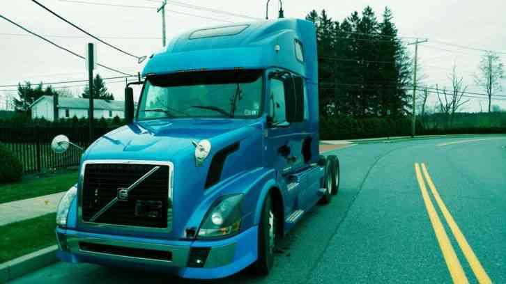 Volvo VNL 680 (2006) : Sleeper Semi Trucks