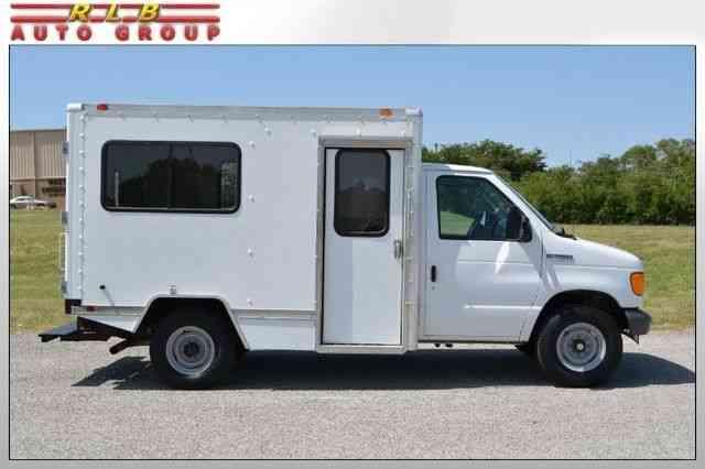 Ford E-350 10 Foot Box Truck (2007) : Van / Box Trucks