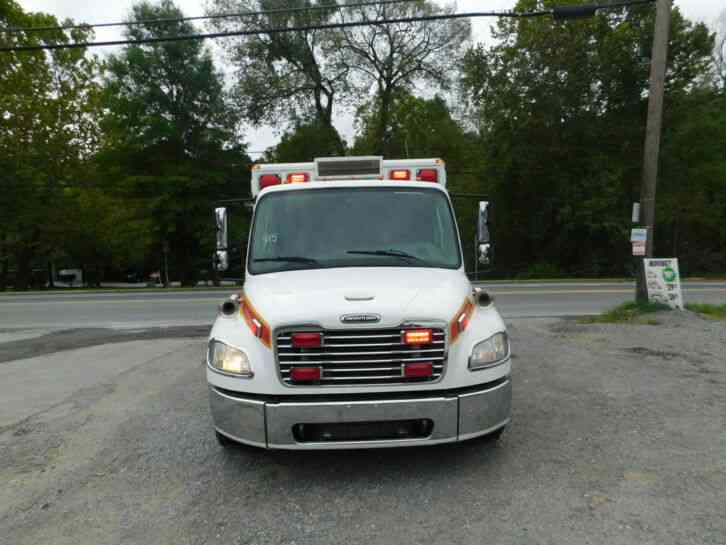 Freightliner M2 106 Medium Duty (2007)
