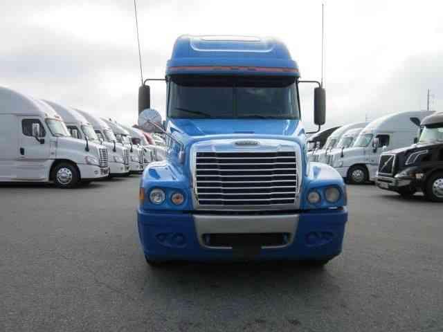 Freightliner Century (2007) : Sleeper Semi Trucks