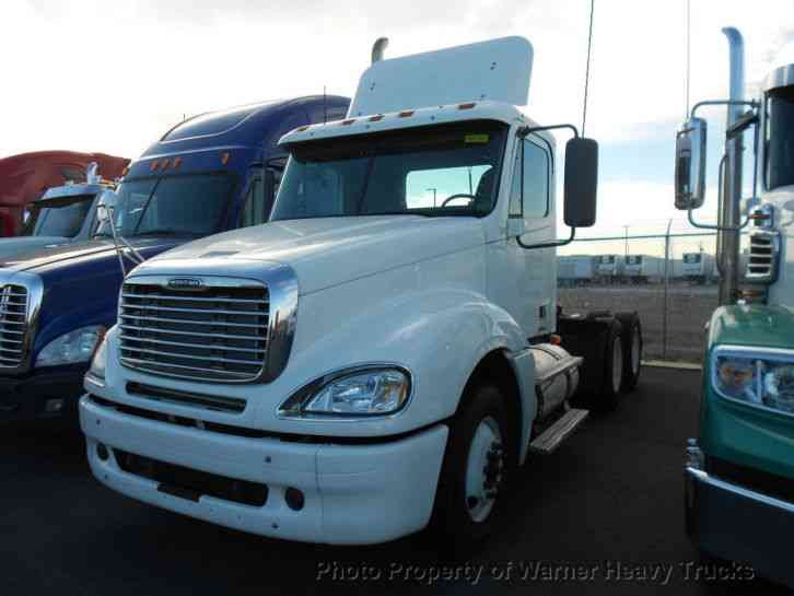 Freightliner columbia day cab 2007 sleeper semi trucks for 2007 freightliner columbia interior