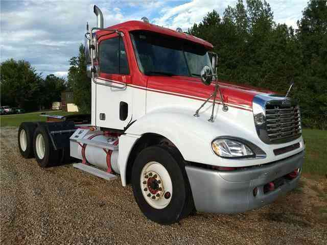 Freightliner COLUMBIA T/A DAYCAB -- (2007)