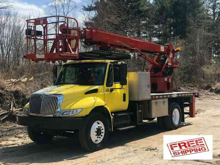 International 4300 Elliott L-55 Sign Boom Truck (2007)