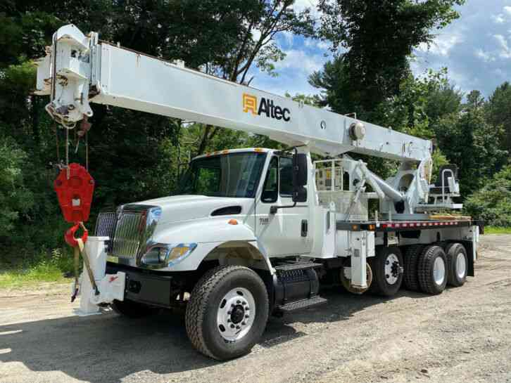 International 7500 Altec 26 Ton Ride On Crane (2007)