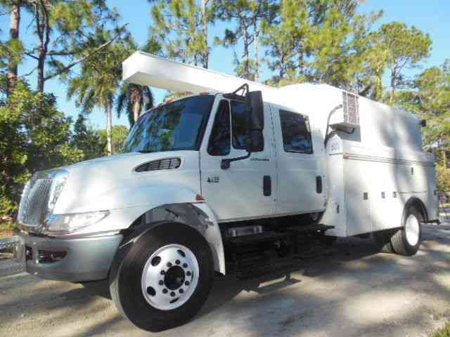 International Crew Cab 4200 12Ft. Enclosed Utilty Body (2007)