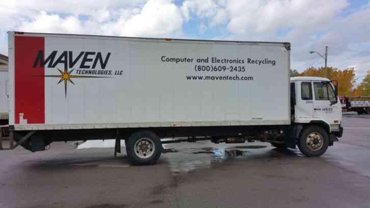 Nissan Ud 2600 2007 Van Box Trucks
