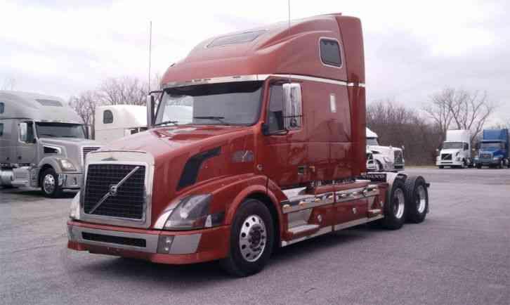 Volvo Vnl 2007 Sleeper Semi Trucks