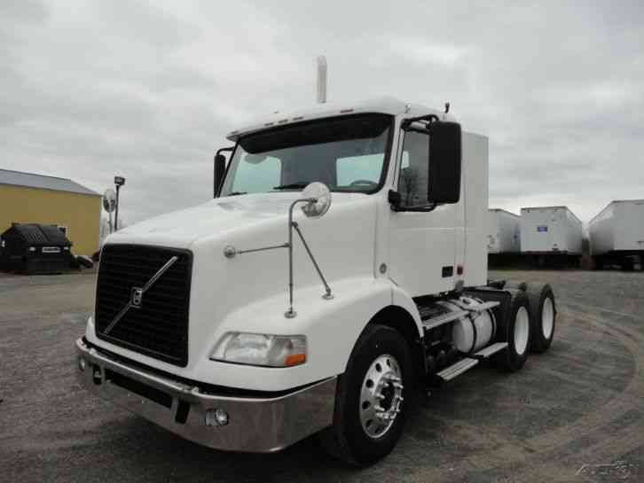 Volvo Day Cab (2007) : Daycab Semi Trucks