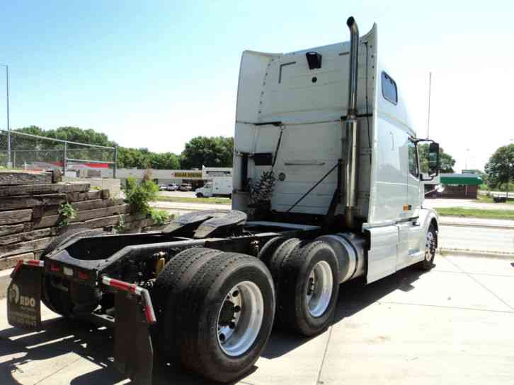 Volvo VNL 670 (2007) : Sleeper Semi Trucks